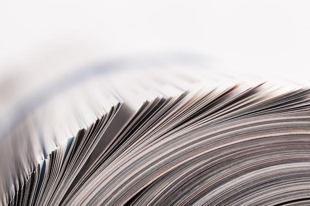 Куча многих журналов, крупным планом