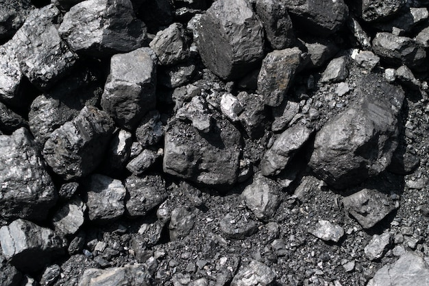天然黒硬炭またはダイヤモンド石炭の山