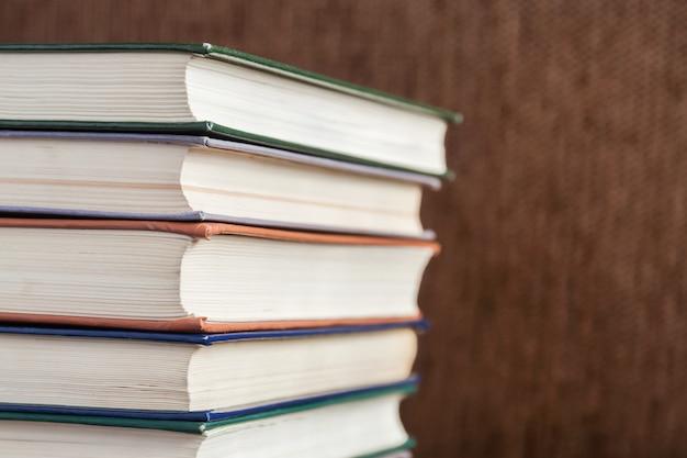 오래 된 책 더미