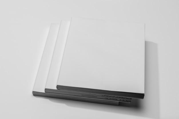 本のページの山