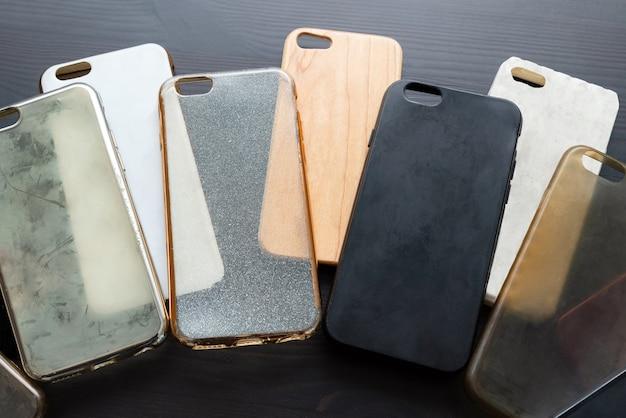 Куча пластиковых задних крышек для смартфона