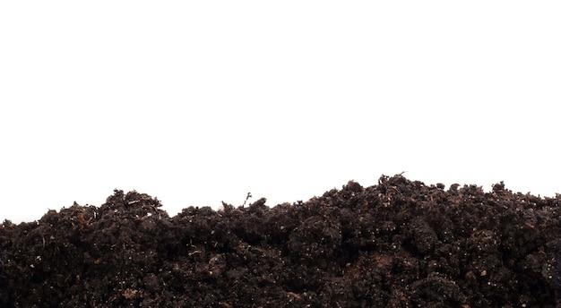 흰색 배경에 고립 된 토양의 더미