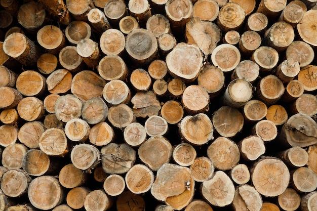 木の丸太の山。森林伐採サイト。倒れた木の幹。