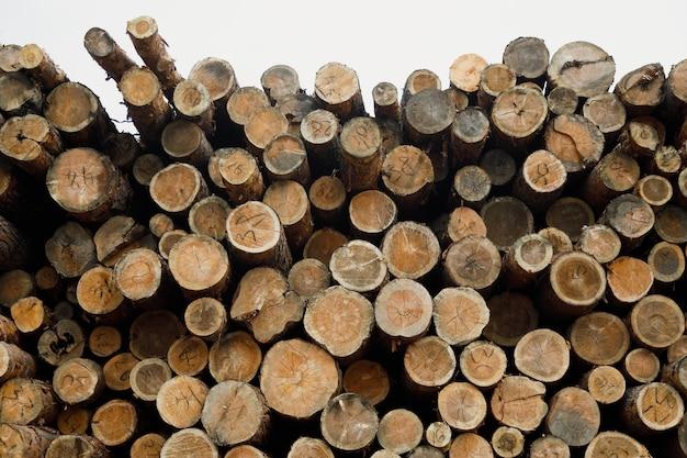 木の丸太の山。森林伐採サイト。