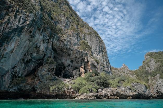 Pileh lagoon、アンダマン海の風景、ピピ島、タイ。