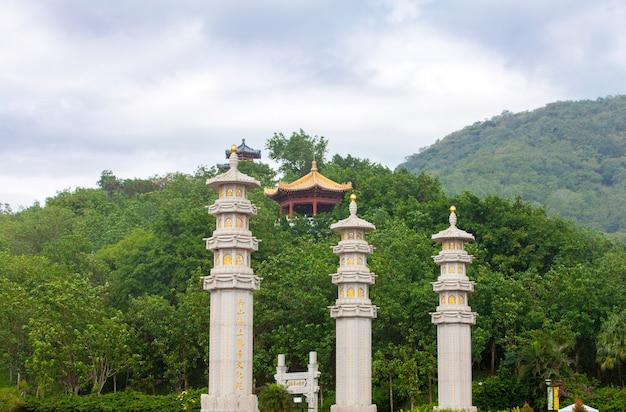 중국 싼야 난산 불교 사원의 기둥