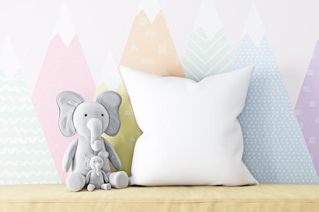 枕モックアップ自由奔放に生きる子供とぬいぐるみ象
