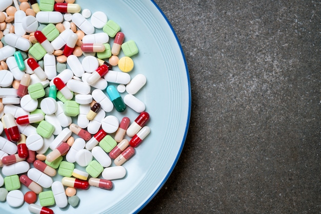 丸薬、薬、薬局、薬、またはプレート上の医療