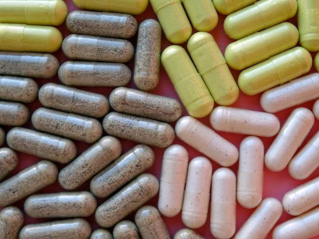 Таблетки разных цветов