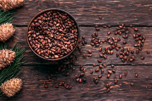 Кедровые орехи фон