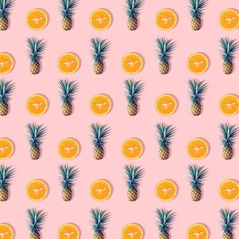 パステルカラーの背景にパイナップルとオレンジ