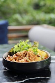 Жареный рис с ананасом азиатская кухня