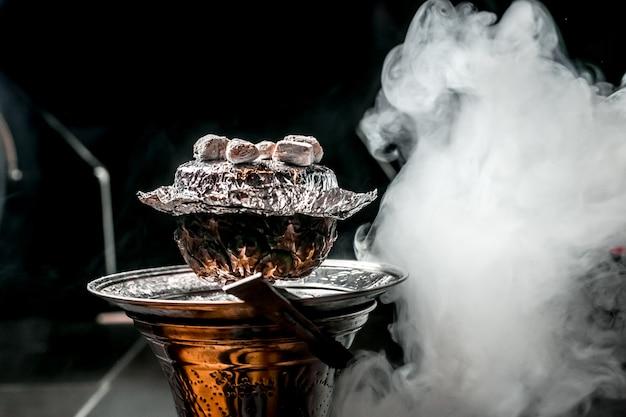 Ананасовый кальян с углем сверху дымчатый