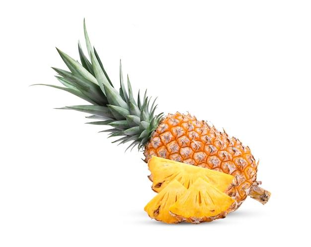 白い背景で隔離のパイナップル