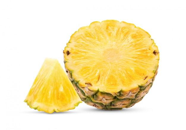 白で隔離されるパイナップル