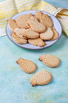 파인애플 모양의 맛있는 쿠키.