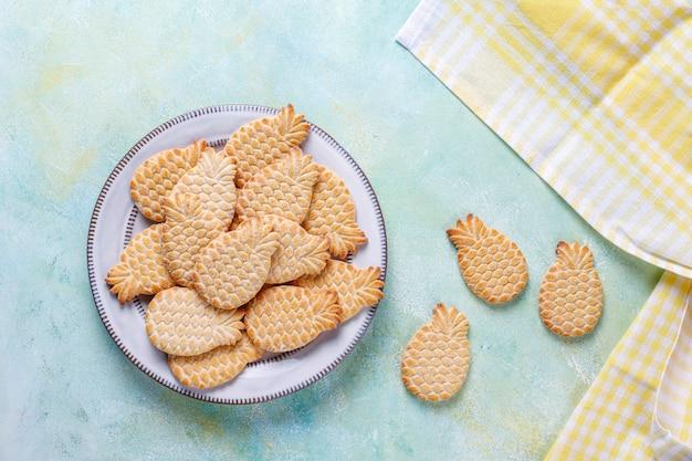 パイナップルの形をしたおいしいクッキー。