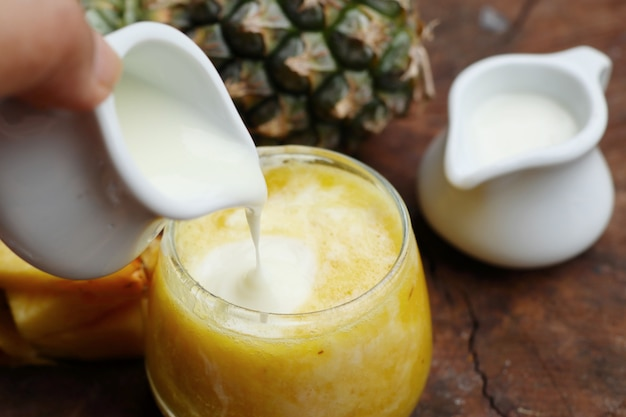 Pineapple smoothies with yogurt