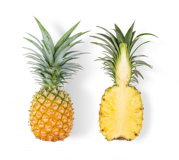 分離されたスライスとパイナップル Premium写真