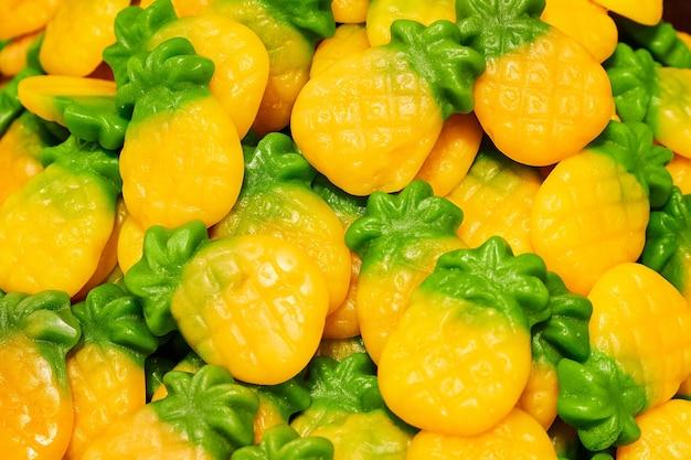 Мармеладные конфеты в форме ананаса Premium Фотографии