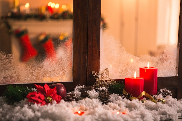 Pinecones on fake snow and canddles