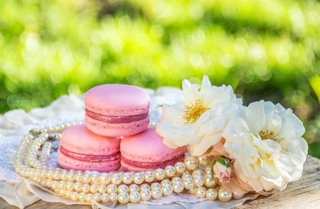 ピンクアーモンドマカロンケーキ