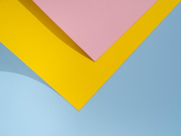 ピンクと黄色のポリゴン紙デザイン