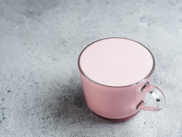 핑크 비트 루트 라떼 또는 레드 벨벳 라떼