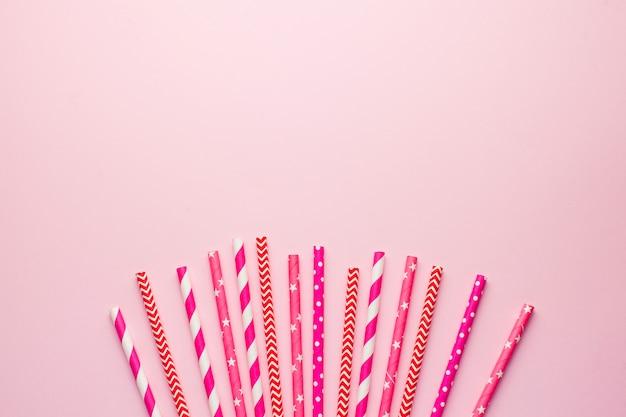 음료, 칵테일 용 핑크 생분해 성 종이 튜브.