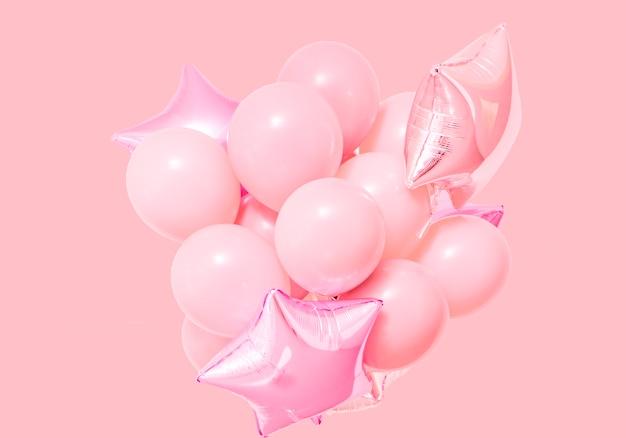 Розовые воздушные шары на розовом фоне с макетом