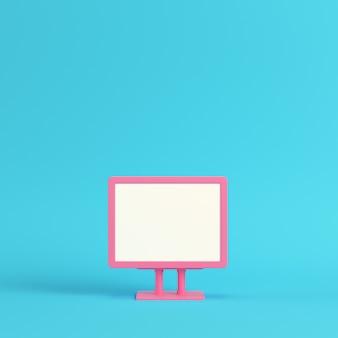 明るい青色の背景にピンクの空白の広告看板