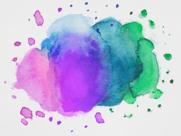 흰 종이에 페인트의 분홍색, 파란색 및 녹색 혼합