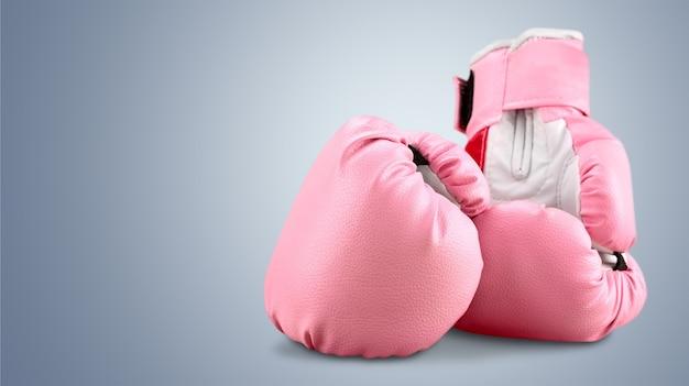 灰色の背景にピンクのボクシンググローブ