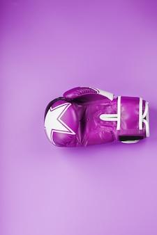 ピンクのボクシンググローブ