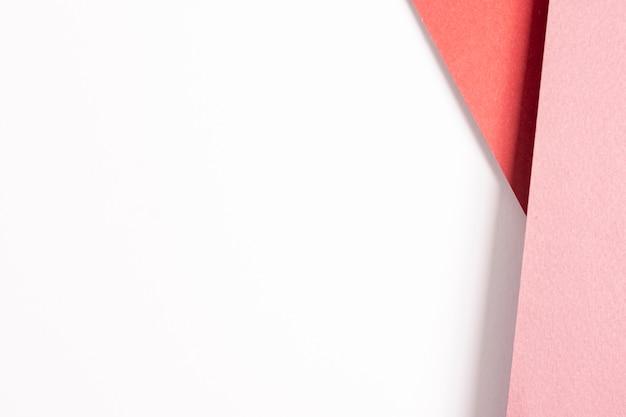 Fogli di cartone rosa con spazio di copia