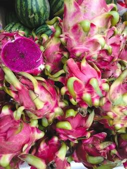 ピンクドラゴンの果実の空中