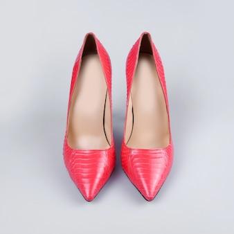 ピンクの女性靴