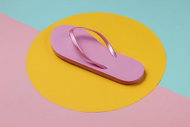 パステルカラーのピンクのビーチサンダル