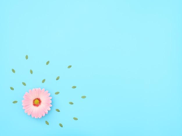 青い背景に緑の葉とピンクの花。