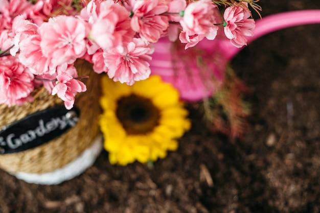 Розовая садоводческая композиция
