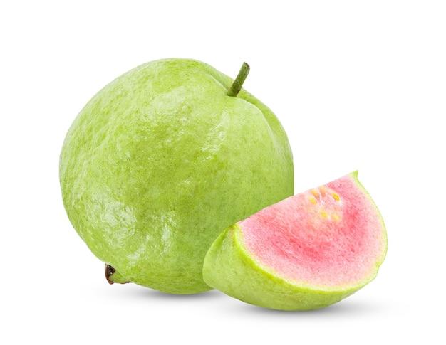 ピンクのグアバの果実は白い背景で隔離
