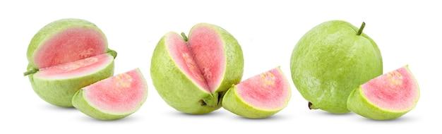 白い背景で隔離のピンクのグアバフルーツ