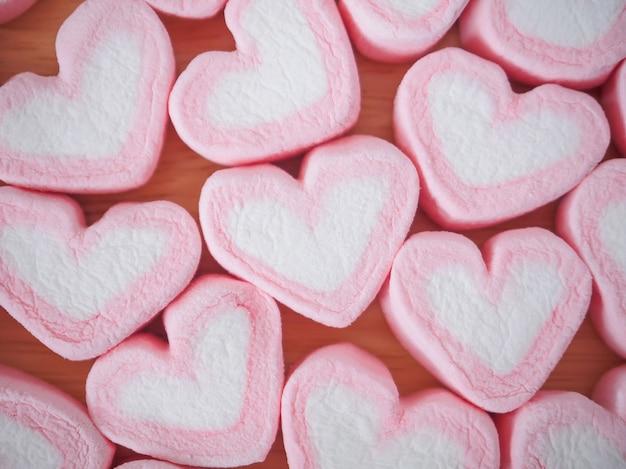 발렌타인 벽에 핑크 하트 모양 멜로