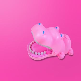 파스텔 핑크 배경에 떠 있는 핑크 하마