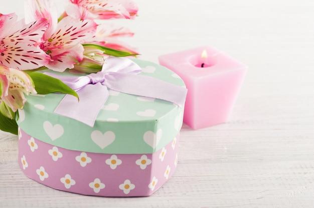 핑크 릴리 꽃, 선물 상자