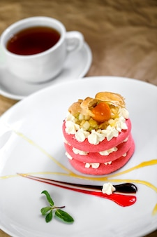 Amaretti rosa con crema di frutta
