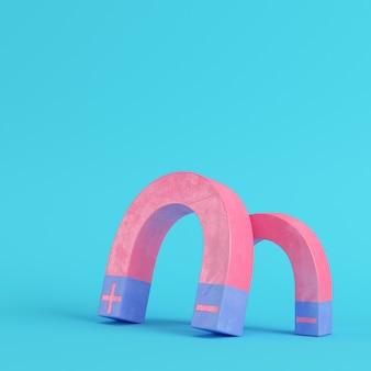 Розовые магниты на ярко-синем фоне