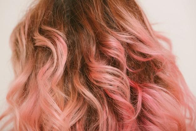 핑크색 웨이브 헤어 디테일