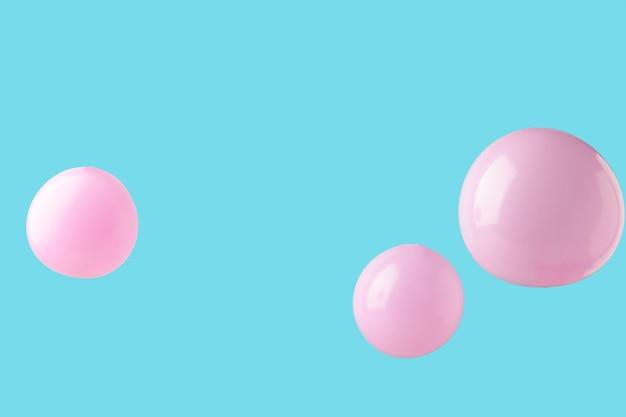 ピンクの背景にピンクのパステルカラーの風船。ミニマリズム。上面図