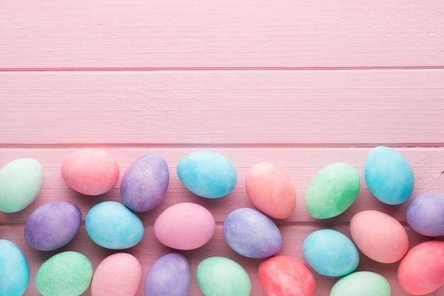 핑크 파스텔 부활절 달걀. 봄 greating 카드.